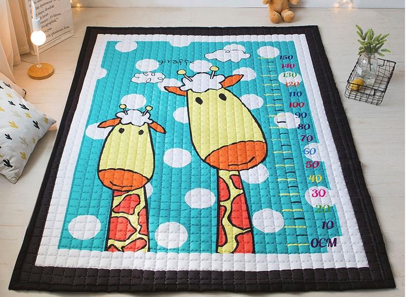Стёганый коврик «Два жирафа» — размер 195×145 см.