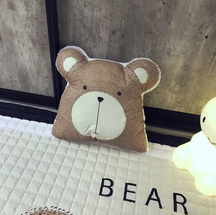 Тканевая интерьерная подушка «Медведь»
